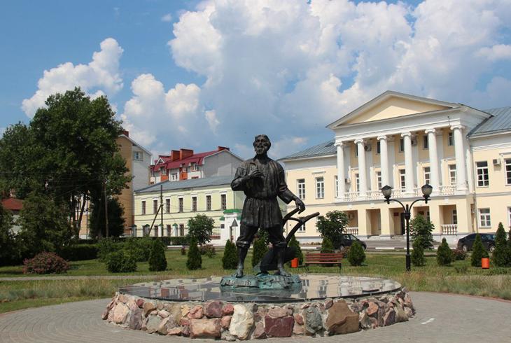 Памятник русскому мужику