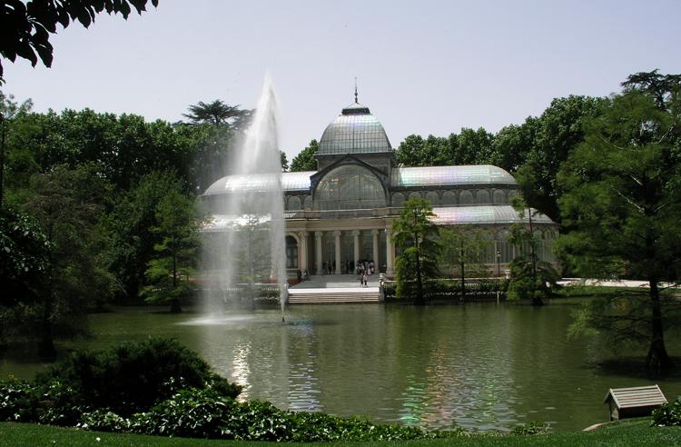 Дворец в парке