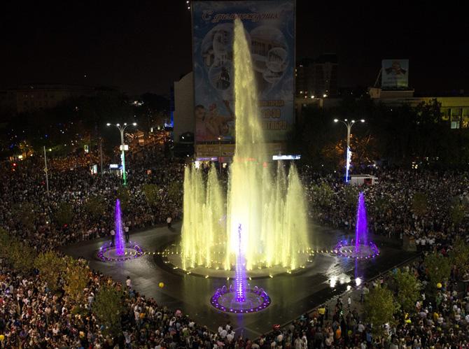 Поющий фонтан на Театральной площади