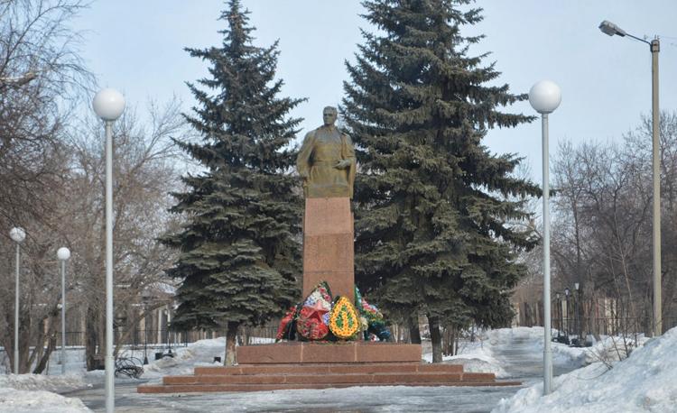 Памятник Николаю Ивановичу Кузнецову