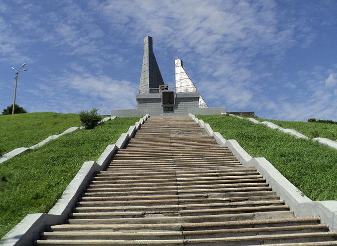 Памятник экипажу СРТМ «Бокситогорск»