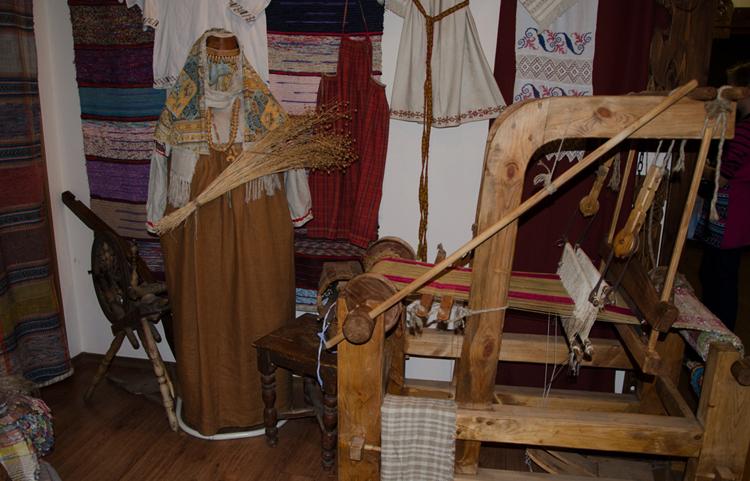 Внутри музея льна и бересты