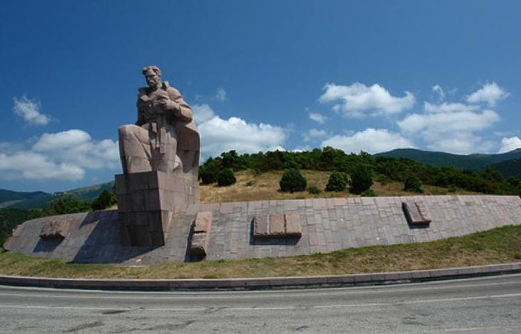 """Монумент """"В память затопленных кораблей"""""""