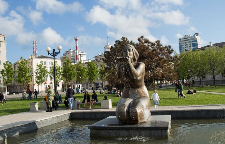 Памятник-фонтан «Дарящая воду»