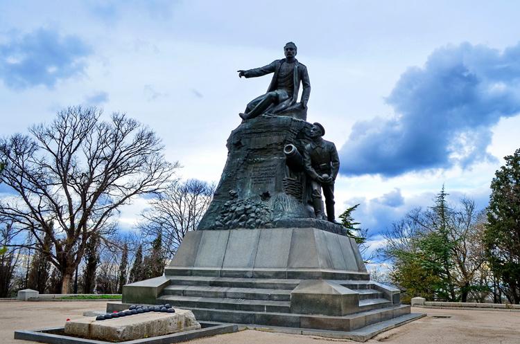 Памятник на кургане