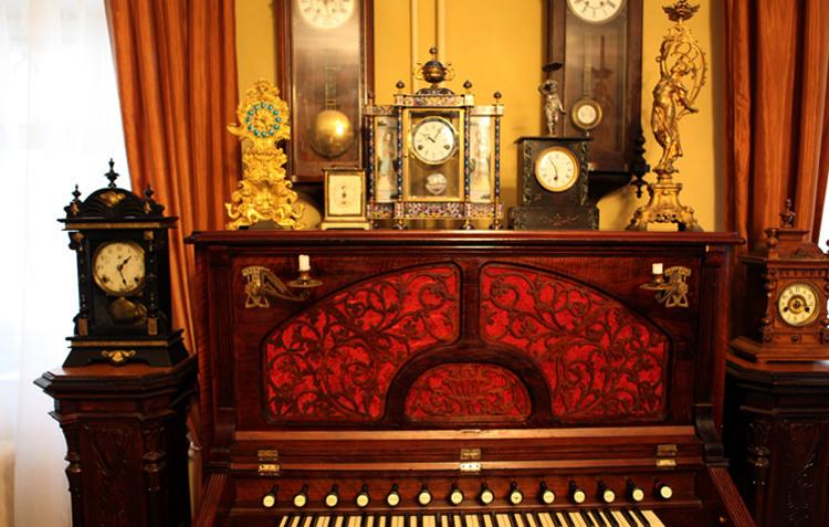 Внутри музея «Музыка и время»