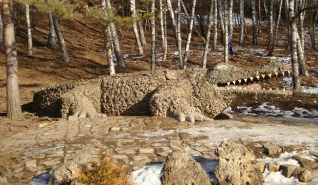 Статуя крокодила
