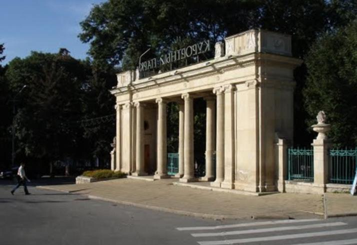 Входная арка в Курортном парке