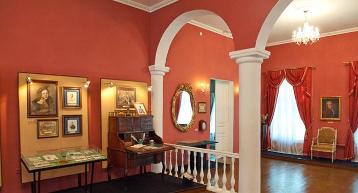 Внутри музея Пушкина