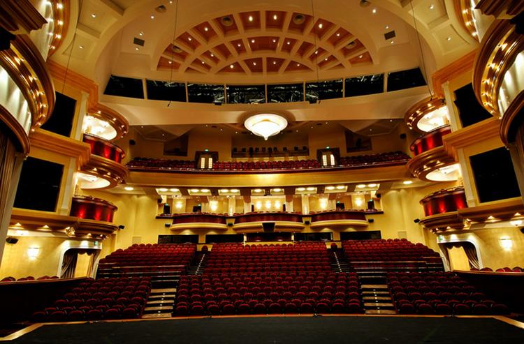 Внутри драматического театра