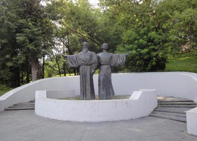 Памятник основателям Череповца Феодосию и Афанасию
