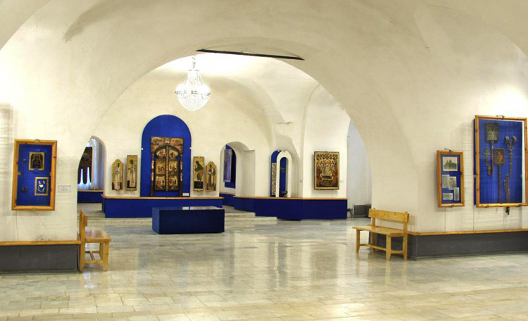 Внутри музея церковной старины