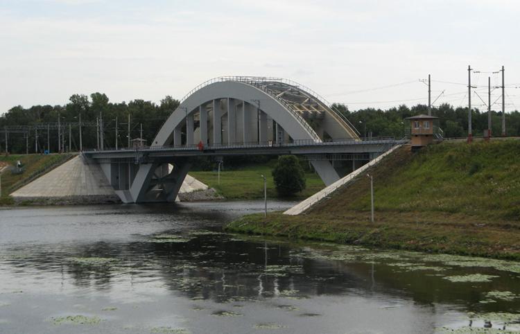 Железнодорожный мост через водохранилище