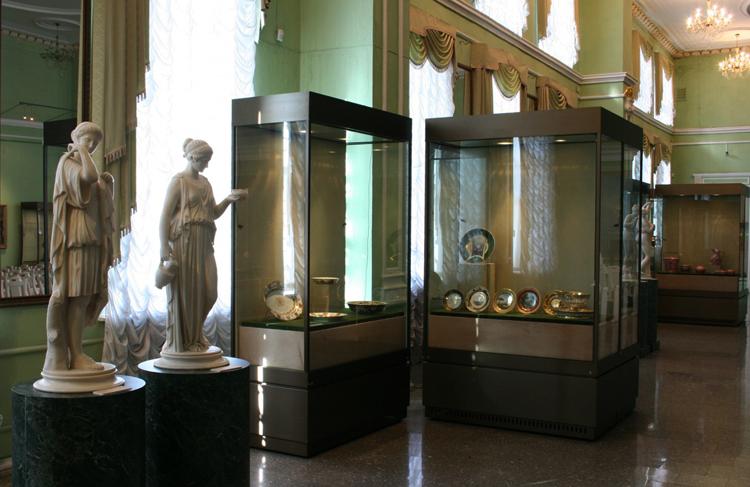 Внутри музея Врубеля