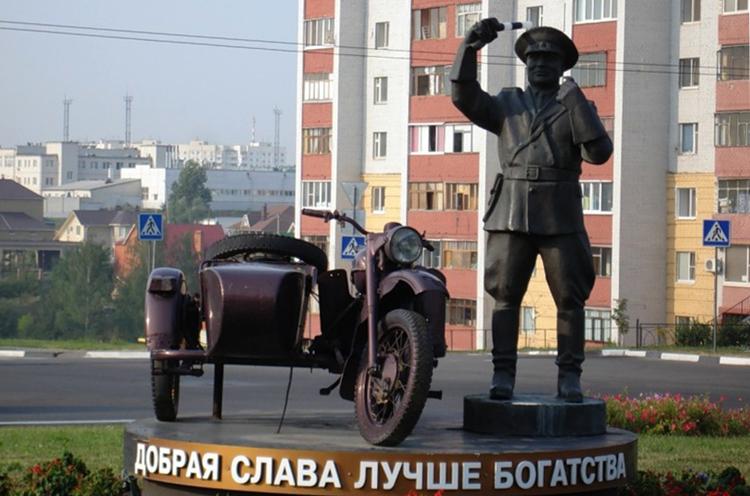 Памятник неподкупному гаишнику