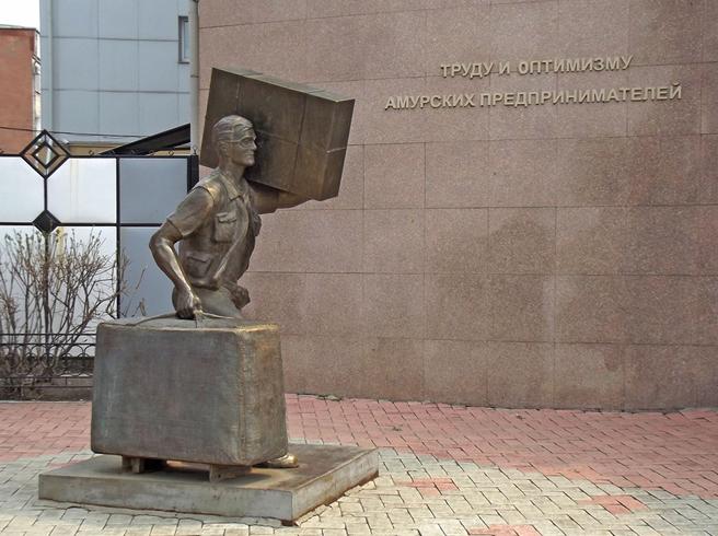 Памятник челноку