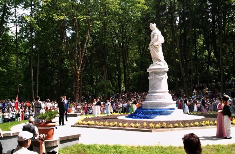 Памятник королеве