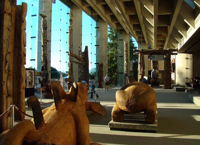 Внутри музея антропологии