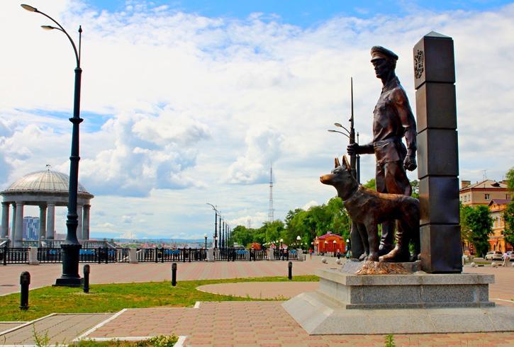 Памятник «Пограничник с собакой»
