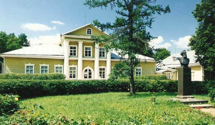 Музей-усадьба М. Мусоргского