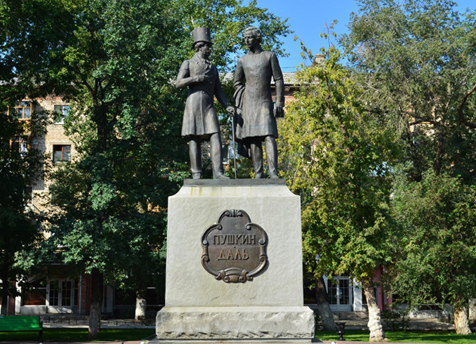 Памятник Пушкину и Далю