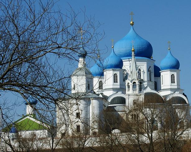 Рождественский Собор с лестничной башней Боголюбского монастыря