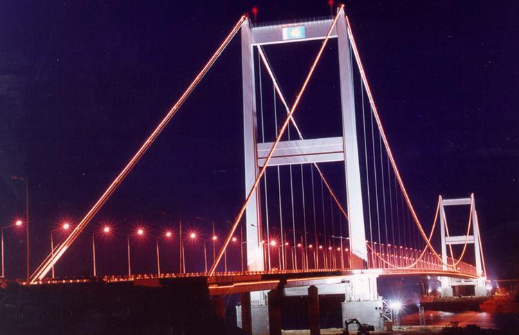 Подвесной мост через реку Иртыш