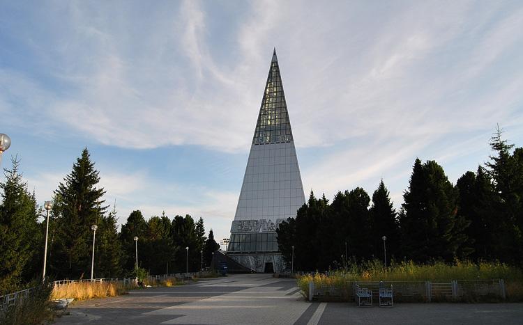 Памятник первооткрывателям земли Югорской
