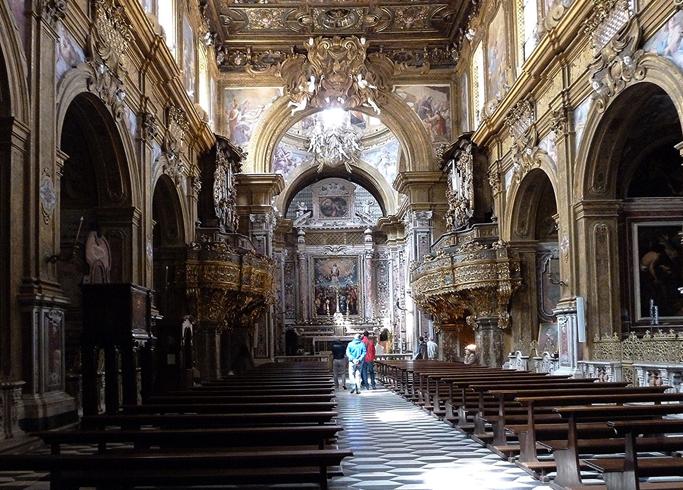 Внутри церкви Сан-Грегорио Армено