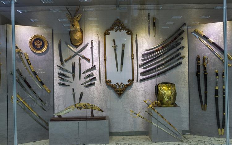 Внутри оружейного музея