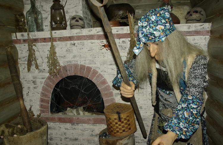 Внутри музея бабы яги