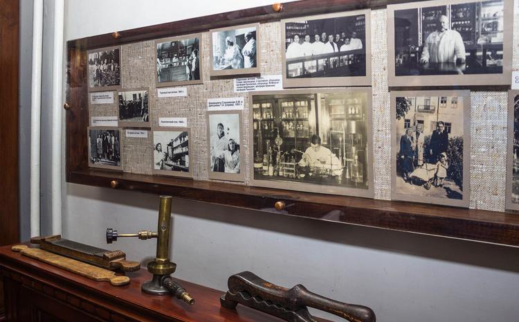 Внутри музея-аптеки