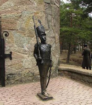 Скульптура «Стойкий оловянный солдатик»