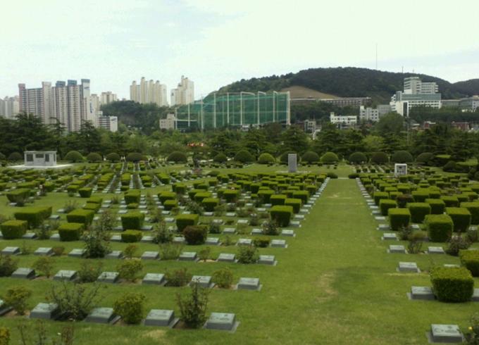 Мемориальное кладбище Объединённых Наций и Парк Мира