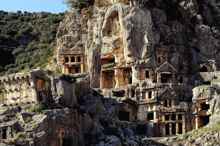 Руины древнего города Мира