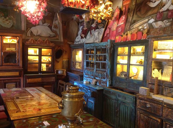 Внутри музея десерта