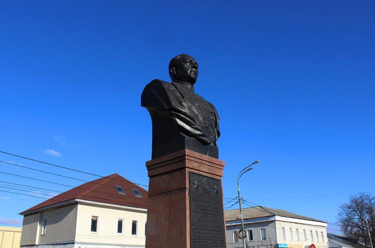 Памятник Катукову