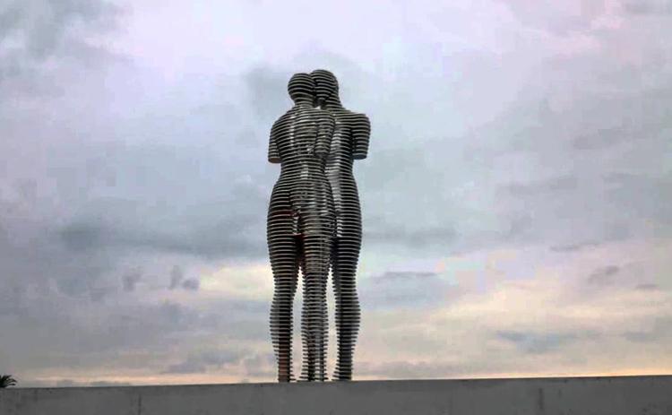 Металлическая скульптура «Любовь»