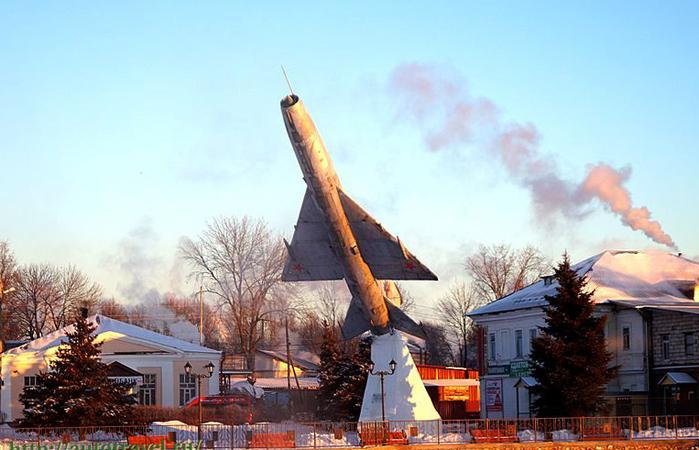 Монумент в честь сорокалетия победы в ВОВ