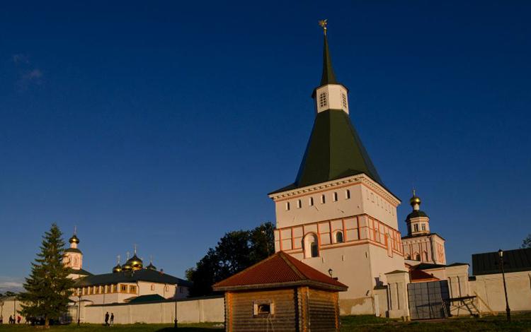 Никоновская башня Иверского монастыря