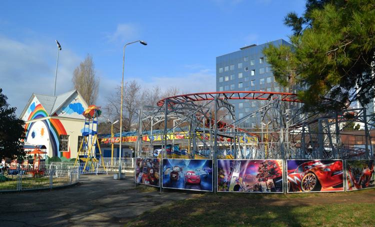 Парк детских аттракционов