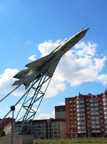 Памятный знак первому военному аэродрому