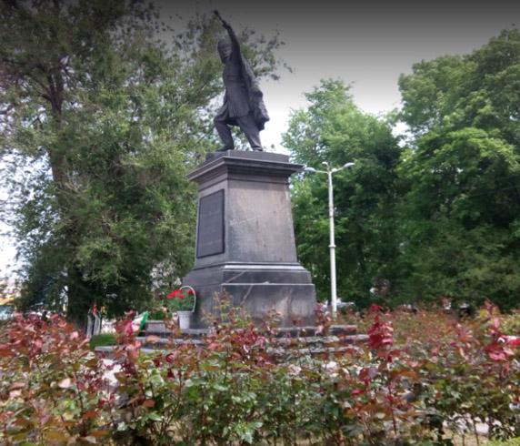 Второй памятник