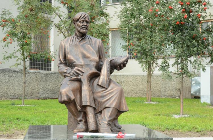Памятник Кимрскому сапожнику