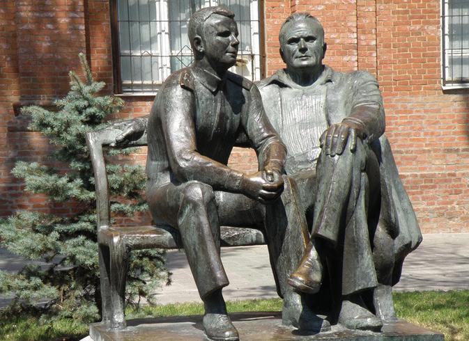 Памятник С.П. Королеву и Ю.А. Гагарину