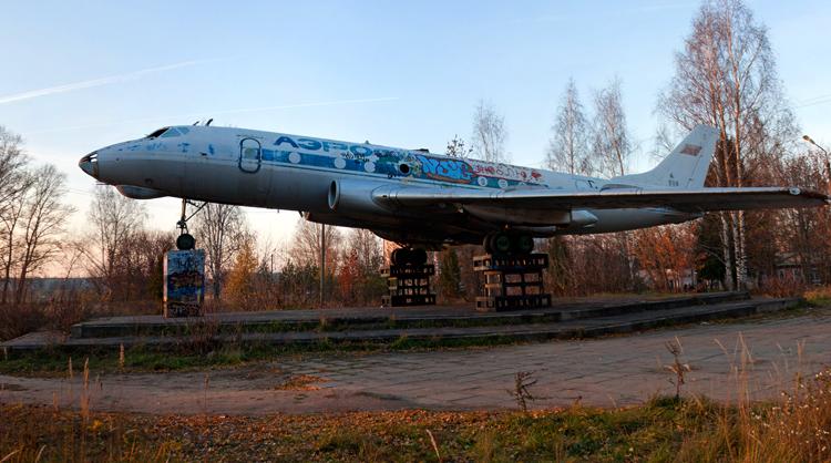 Памятник самолету ТУ-124