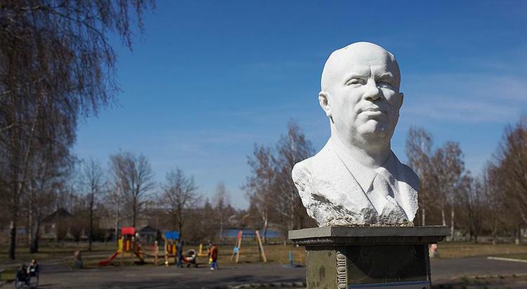 Бюст Н. С. Хрущева в селе Калиновка