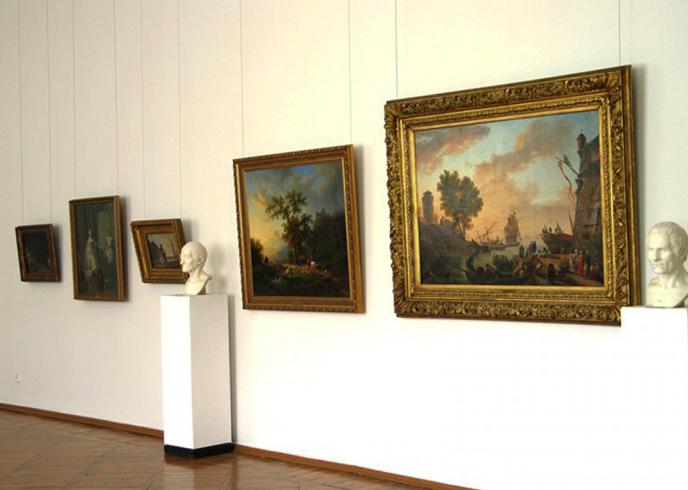 Внутри музея изобразительного искусства