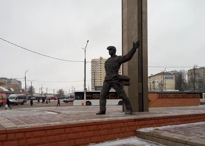Скульптура «Подольск город рабочего класса»