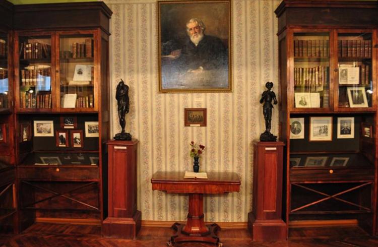 Внутри музея Тургенева